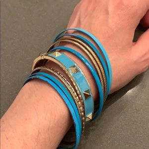 Jewelry - Set of blue and gold bangles